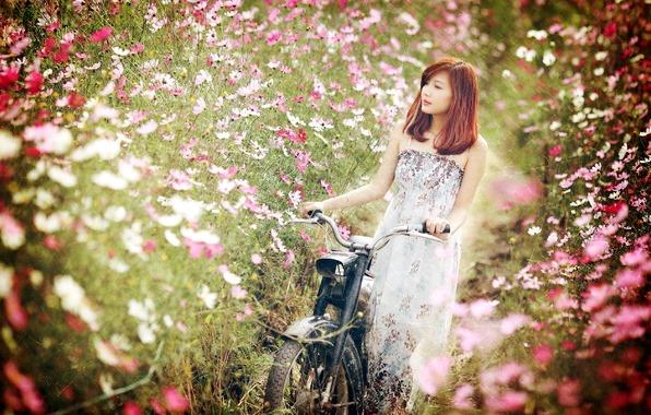 Фотосессия с велосипедом в цветах