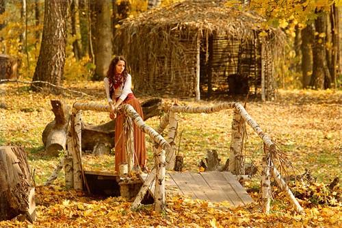 Осенняя фотосессия с домиком в лесу