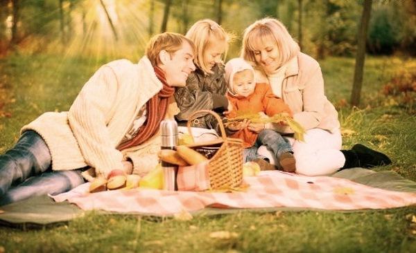 Осенняя фотосессия семейный пикник