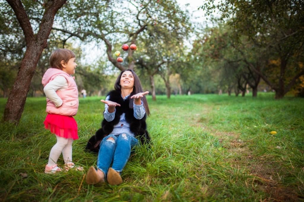 Осенняя фотосессия с яблоками