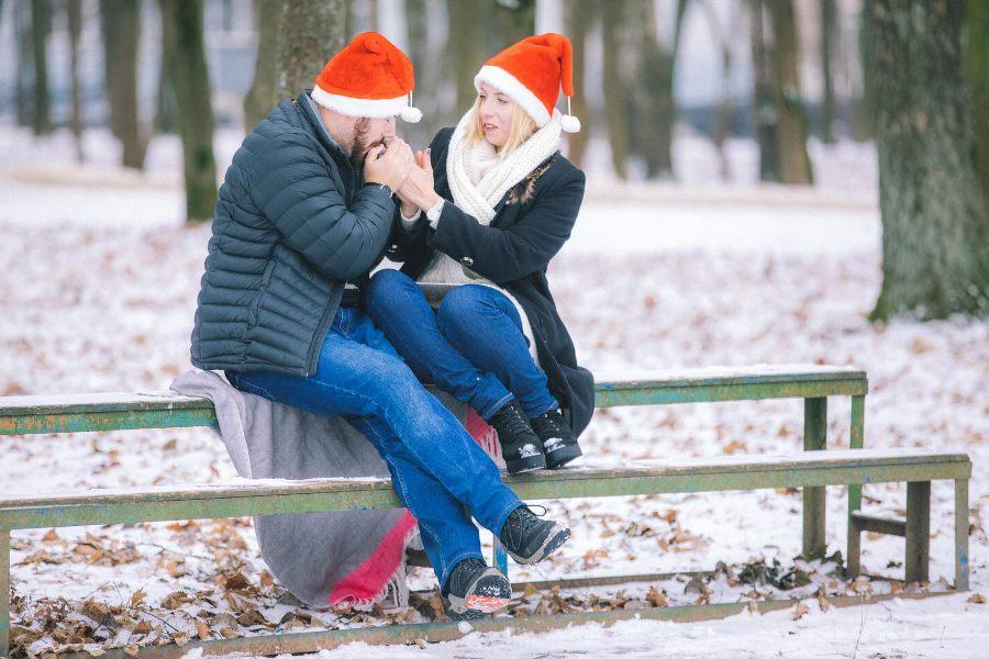 Зимняя новогодняя фотосессия влюбленной пары