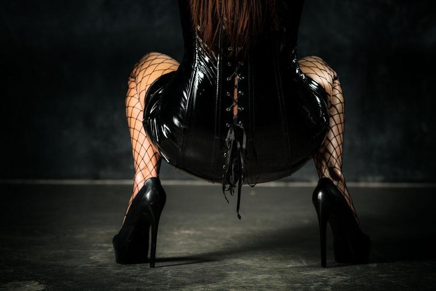 Сексуальные фотосессии девушки в студии